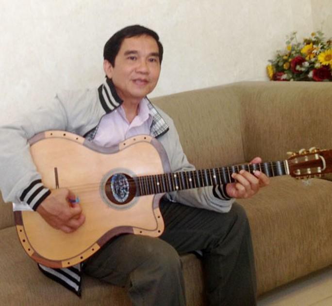 Tự hào viên ngọc cải lương 100 tuổi: Biến nhạc cụ Tây thành guitar cải lương - Ảnh 1.