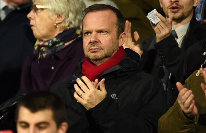 Mourinho: Học trò đòi sa thải, báo chí tố lăng nhăng bồ trẻ - Ảnh 4.