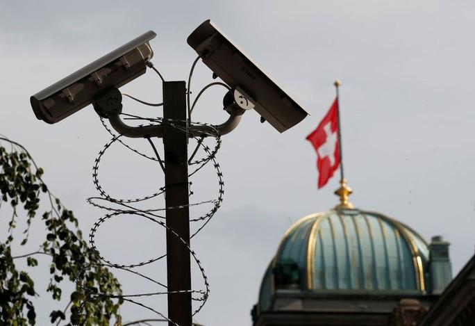 Chấm dứt kỷ nguyên bí mật ngân hàng Thụy Sĩ - Ảnh 1.