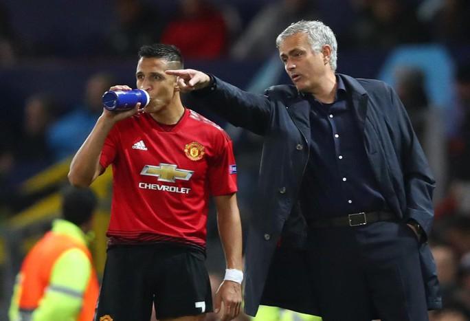 Alexis Sanchez chán ngán vì mâu thuẫn với HLV Man United - Ảnh 1.