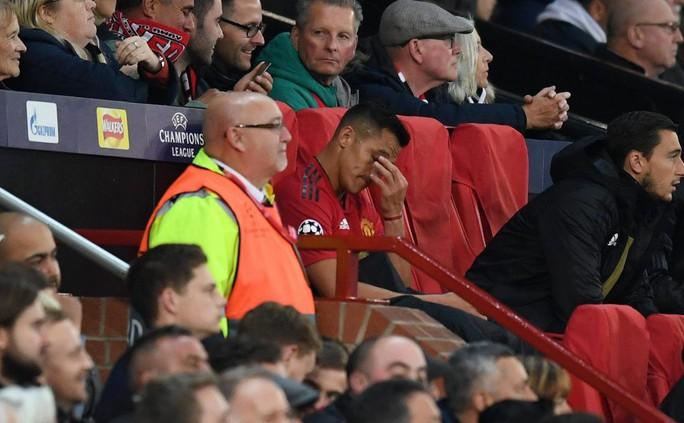 Alexis Sanchez chán ngán vì mâu thuẫn với HLV Man United - Ảnh 2.
