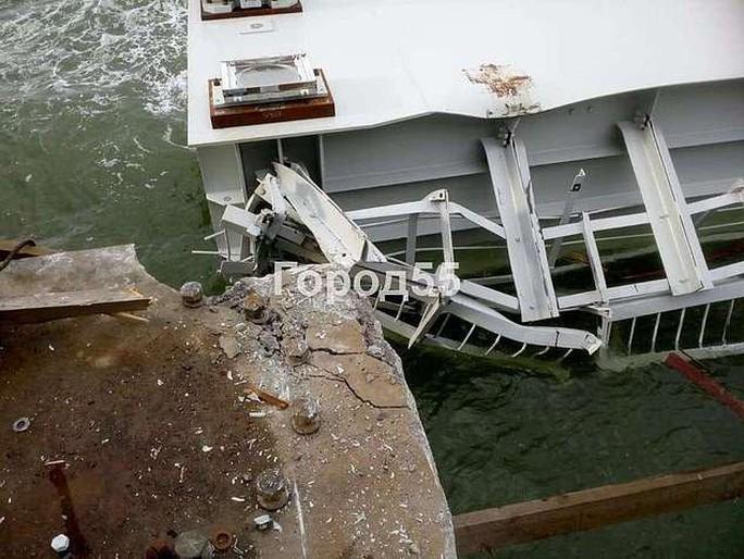 Một phần cầu nối Nga - Crimea gặp sự cố, rơi xuống biển - Ảnh 2.