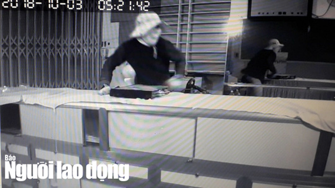 Video: Trộm 100 lượng vàng, lấy cắp luôn đầu ghi camera - Ảnh 2.