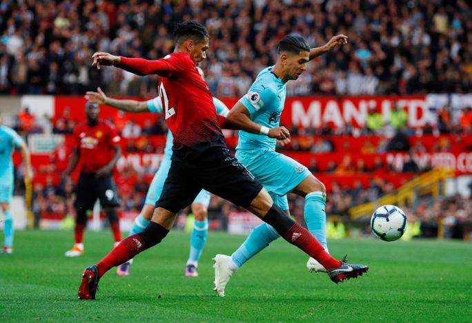 Kịch tính vỡ oà, Man United ngược dòng hạ Newcastle tại Old Trafford - Ảnh 2.