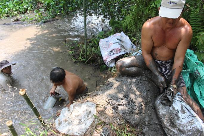 Người dân ở làng biệt thự hoảng hốt khi nước tràn vào nhà lúc rạng sáng - Ảnh 5.