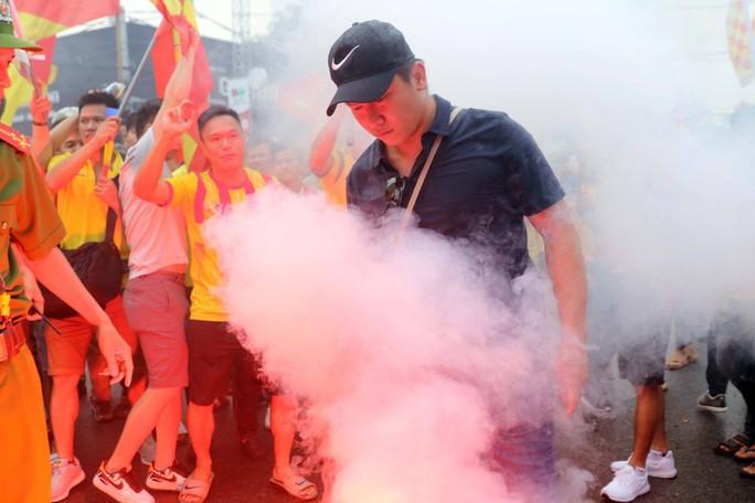 CĐV Nam Định làm nóng trận chung kết ngược tại Cần Thơ - Ảnh 9.