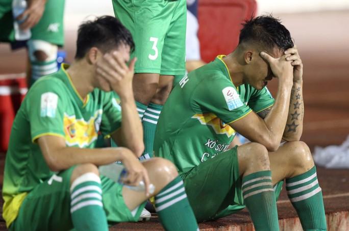 V-League: XSKT Cần Thơ rớt hạng, Nam Định tranh vé vớt - Ảnh 1.