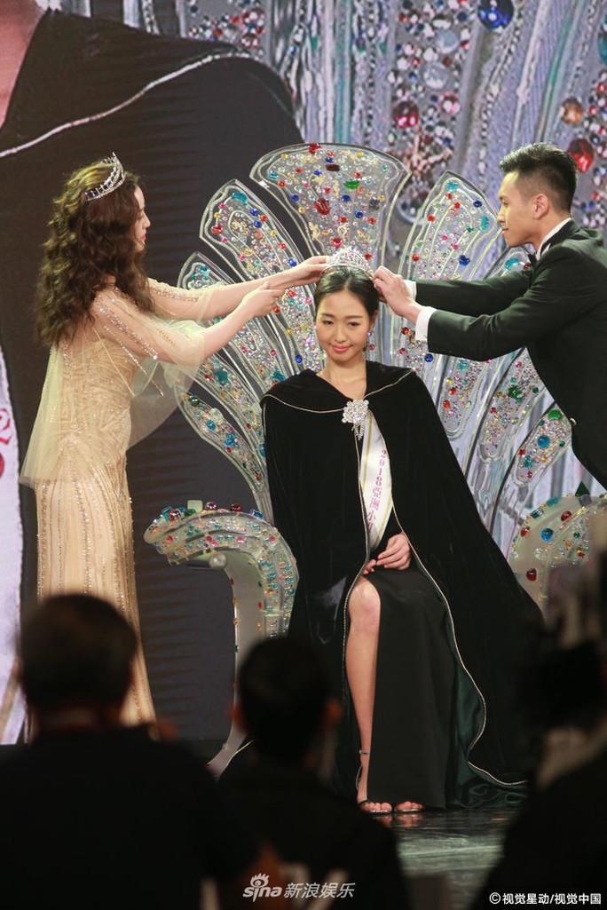 Tân Hoa hậu châu Á bị chê bai nhan sắc - Ảnh 1.