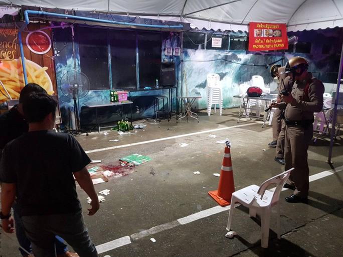 Thái Lan: 2 băng đảng đọ súng, 2 du khách nước ngoài thiệt mạng - Ảnh 1.
