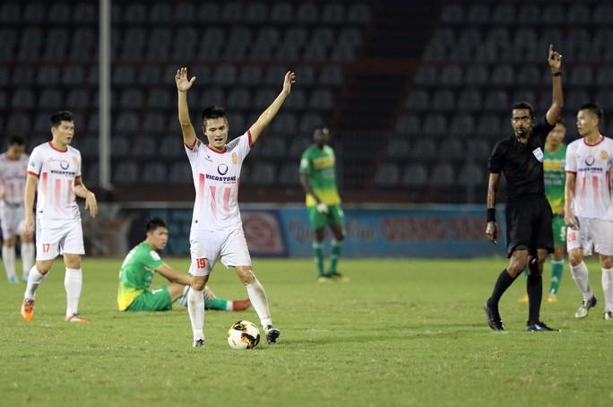 Đẩy XSKT Cần Thơ rớt hạng, Nam Định giành suất tranh vé vớt V-League 2019 - Ảnh 10.