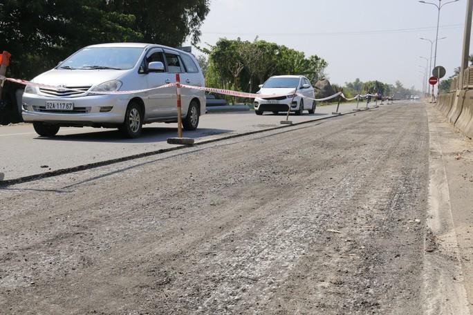 Cận cảnh vá víu quốc lộ ngàn tỉ ở Quảng Nam - Ảnh 7.