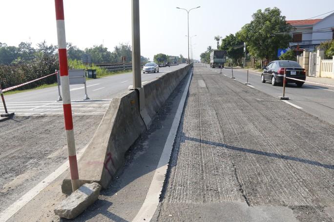 Cận cảnh vá víu quốc lộ ngàn tỉ ở Quảng Nam - Ảnh 11.