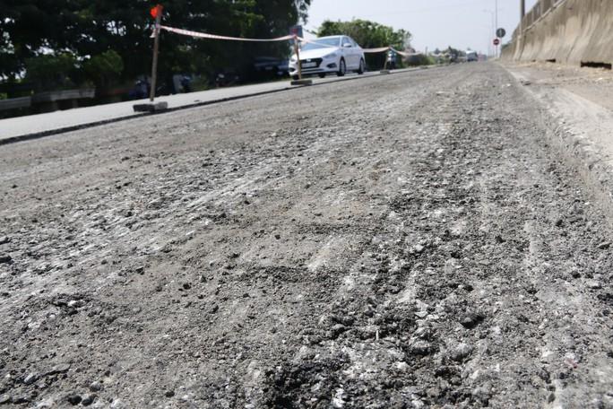 Cận cảnh vá víu quốc lộ ngàn tỉ ở Quảng Nam - Ảnh 4.