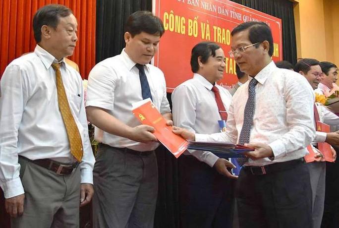 Lãnh đạo Quảng Ngãi nói về việc bổ nhiệm hàng loạt cán bộ liên quan sai phạm - Ảnh 2.