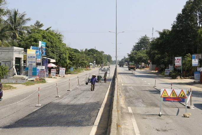 Cận cảnh vá víu quốc lộ ngàn tỉ ở Quảng Nam - Ảnh 9.