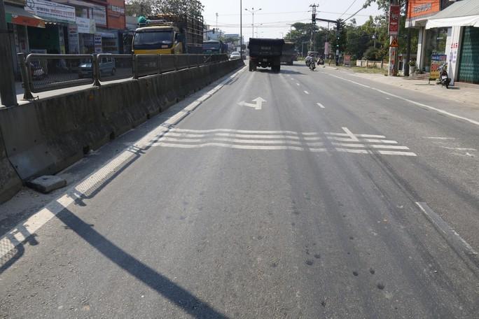 Cận cảnh vá víu quốc lộ ngàn tỉ ở Quảng Nam - Ảnh 13.