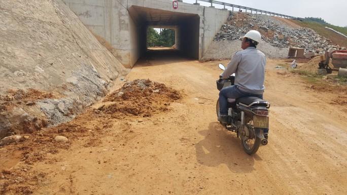 Chủ đầu tư nói gì về cao tốc Đà Nẵng – Quảng Ngãi 34.000 tỉ đầy ổ gà? - Ảnh 8.
