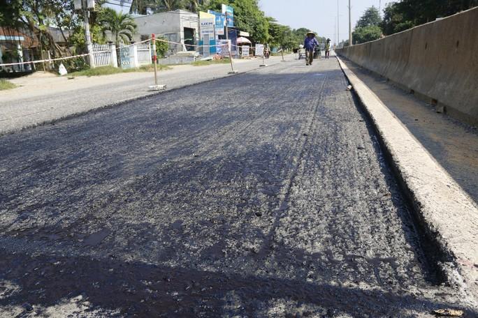 Cận cảnh vá víu quốc lộ ngàn tỉ ở Quảng Nam - Ảnh 8.