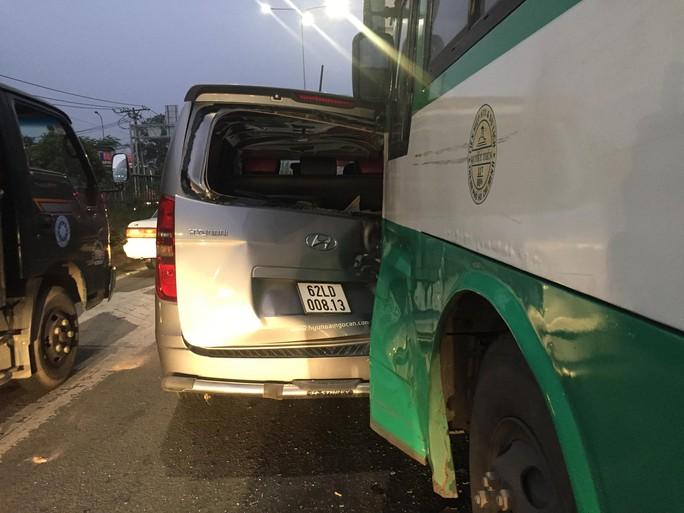 TP HCM: Xe buýt mất thắng gây tai nạn liên hoàn ở Hóc Môn - Ảnh 3.