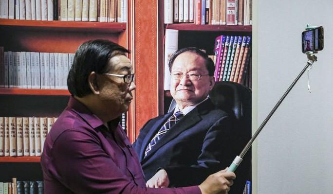 Tang lễ nhà văn Kim Dung được tổ chức riêng tư theo di chúc - Ảnh 5.