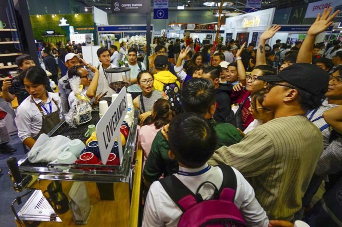 Máy bán cà phê rang xay tự động đầu tiên tại Việt Nam - Ảnh 1.