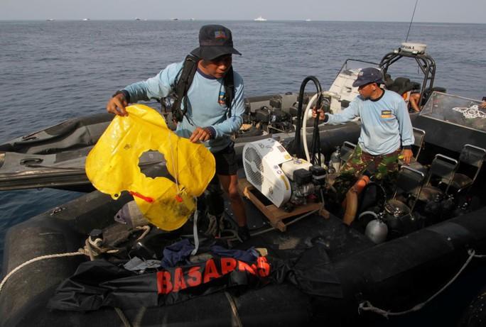 Thấy hộp đen, Indonesia giải được bí ẩn vụ rơi máy bay Lion Air? - Ảnh 4.