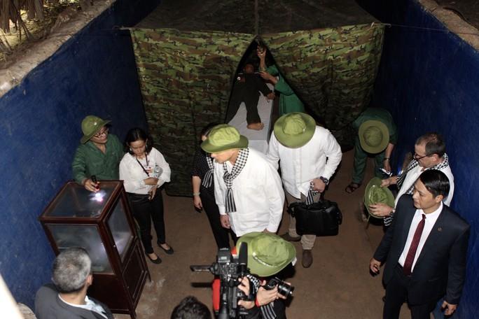 Chủ tịch Cuba thưởng thức khoai mì tại địa đạo Củ Chi - Ảnh 14.