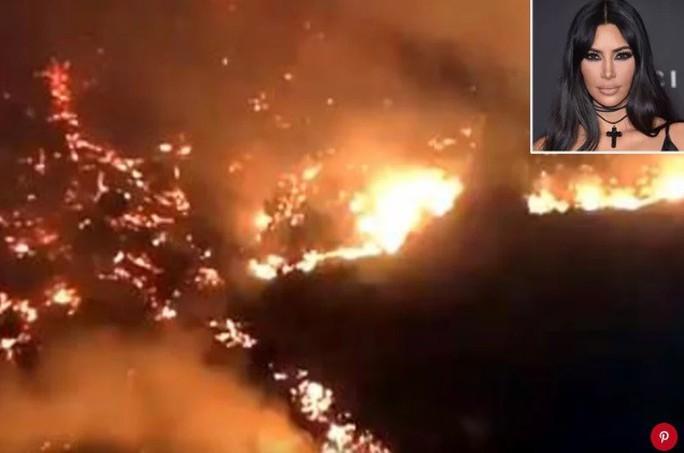 Hàng loạt ngôi sao Hollywood sơ tán khẩn cấp vì cháy rừng - Ảnh 2.