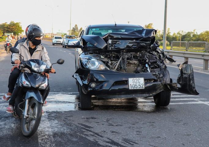 Thông tin bất ngờ vụ xe Mazda BT50 tông liên hoàn ở Quảng Nam - Ảnh 3.