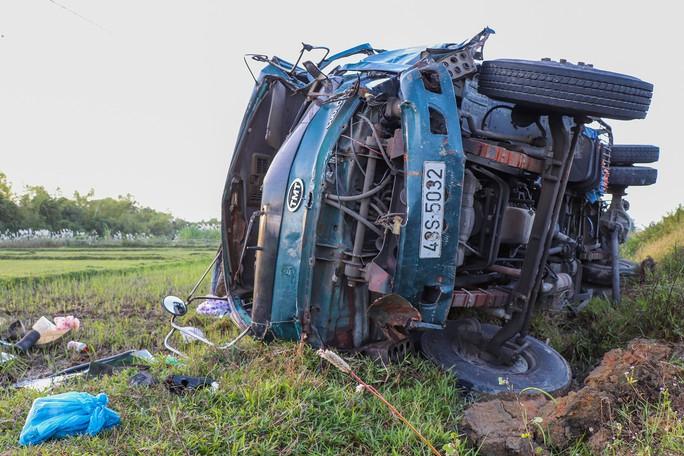 Thông tin bất ngờ vụ xe Mazda BT50 tông liên hoàn ở Quảng Nam - Ảnh 4.