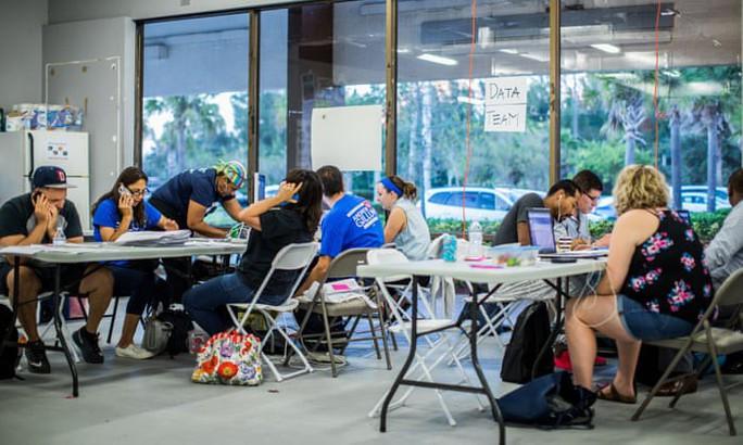 Bầu cử Mỹ: Bang Florida bất ngờ kiểm phiếu lại, gợi ký ức vụ Bush-Al Gore - Ảnh 2.