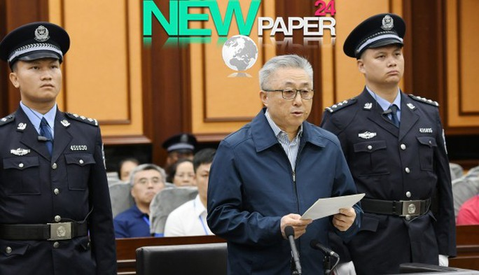 Trung Quốc: Kẻ thao túng pháp luật ngã ngựa, kéo 100 quan tham đi theo - Ảnh 1.