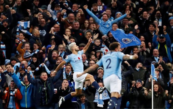 Truyền thông Anh tổng công kích Man United sau thất bại trận derby - Ảnh 4.