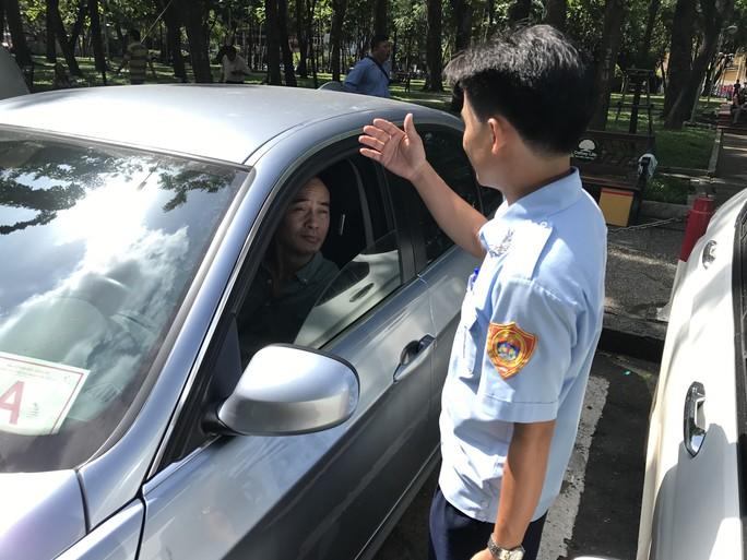 Thu phí đậu ô tô ở TP HCM: Thất thoát kinh khủng - Ảnh 1.