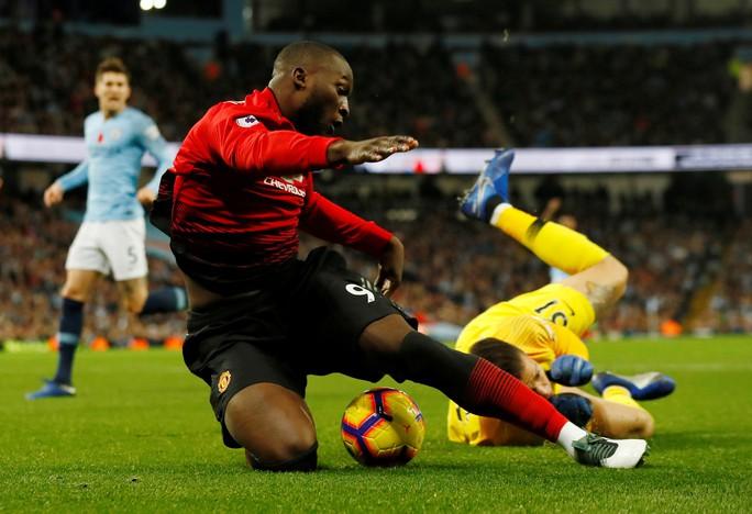 Truyền thông Anh tổng công kích Man United sau thất bại trận derby - Ảnh 5.
