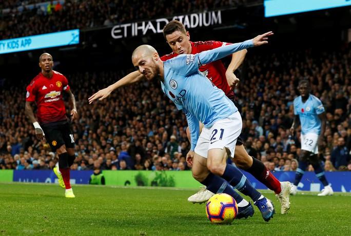 Truyền thông Anh tổng công kích Man United sau thất bại trận derby - Ảnh 3.