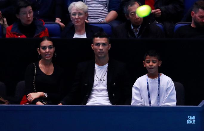 Gia đình Ronaldo tiếp sức giúp Djokovic chiến thắng - Ảnh 8.