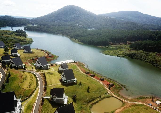 Tháo dỡ các công trình không phép ở hồ Tuyền Lâm - Ảnh 1.