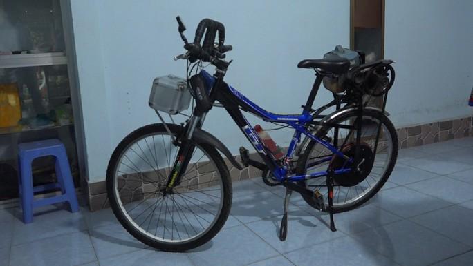 """Lão nông chế tạo xe đạp chạy bằng máy cắt cỏ """"độc nhất vô nhị"""" - Ảnh 2."""