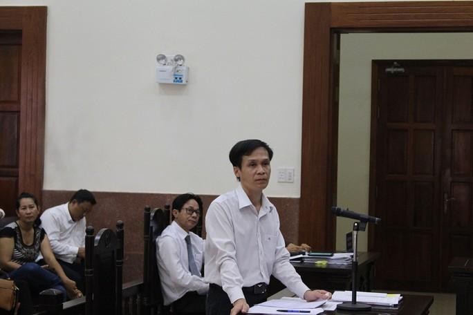 Chiếm đoạt của thân chủ 1 tỉ đồng, luật sư ra tòa kêu oan - Ảnh 1.