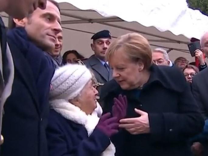 Bà Merkel bất ngờ bị nhầm là ...vợ ông Macron - Ảnh 1.