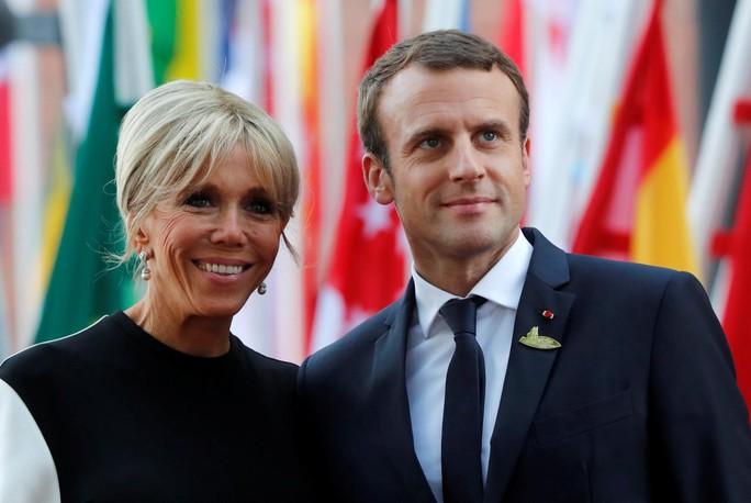 Bà Merkel bất ngờ bị nhầm là ...vợ ông Macron - Ảnh 4.