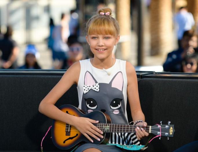 Cô bé hát trên YouTube vào tốp 30 người trẻ nổi tiếng của Forbes - Ảnh 3.