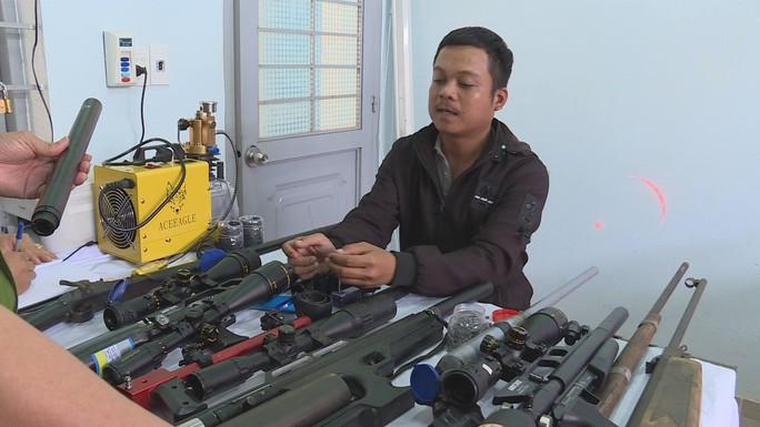 Đột nhập 1 xưởng chế tạo súng trái phép - Ảnh 1.