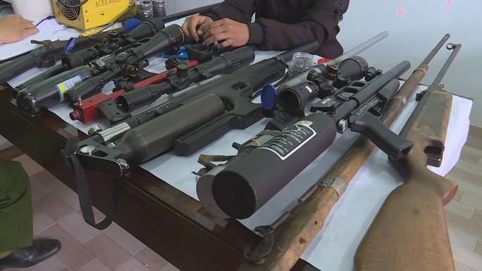 Đột nhập 1 xưởng chế tạo súng trái phép - Ảnh 2.