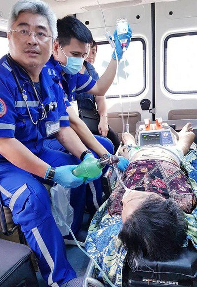 Cụ bà 80 tuổi ngưng tim, ngưng thở vì ăn bún bị sặc - Ảnh 1.