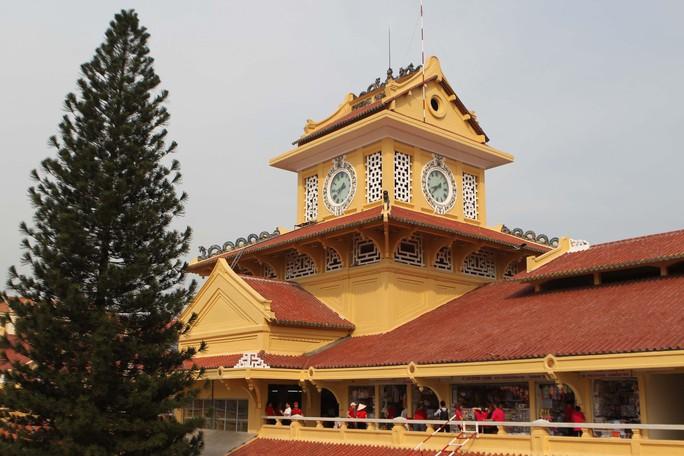 Ngôi chợ gần 100 tuổi ở TP HCM chính thức mở cửa trở lại - Ảnh 1.