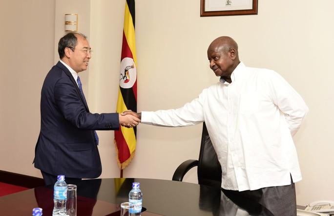 Uganda điều động binh sĩ bảo vệ...doanh nghiệp Trung Quốc - Ảnh 1.