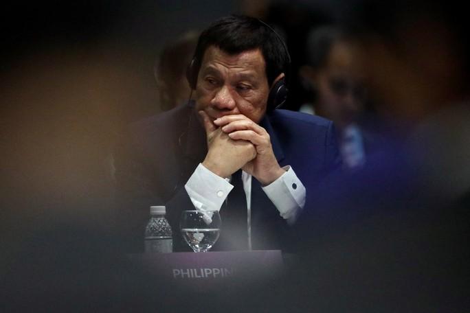 Trốn họp ASEAN để ngủ, ông Duterte bị tố né vấn đề biển Đông - Ảnh 1.