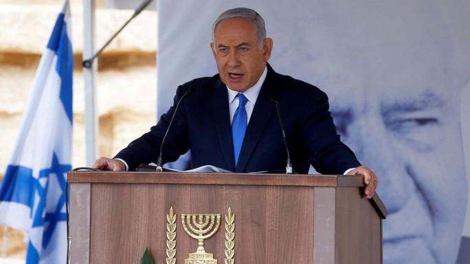 Thủ tướng Israel ôm nhiều chức nhưng chính phủ có nguy cơ sụp đổ - Ảnh 2.